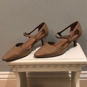 EUC Aerosoles tan paten leather heels